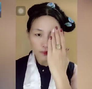 女子仿妆清宫戏众女主 网友 一个人可以演完整部剧(视频)
